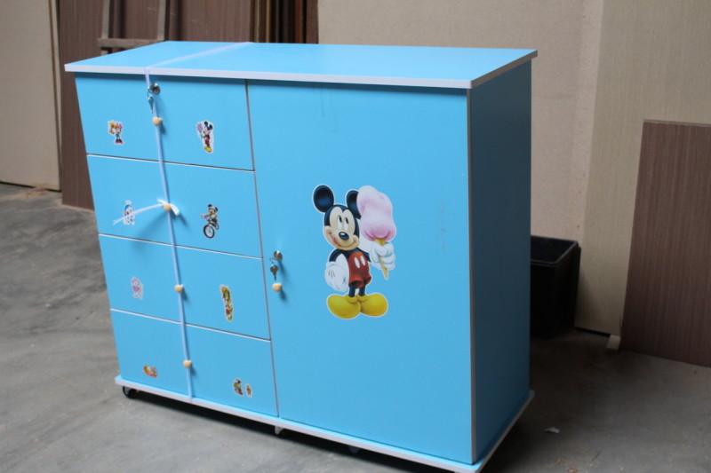 Tủ quần áo trẻ em gỗ MFC màu xanh dán hình