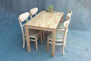 Bàn ăn gỗ Cao Su 4 ghế