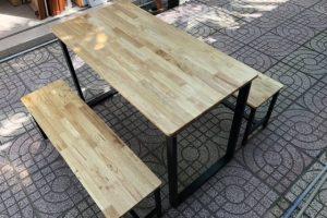 Bàn ăn chân sắt mặt gỗ Cao Su 1